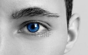 kolorowe soczewki mężczyzna